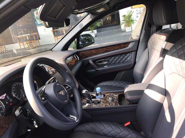 SUV siêu sang Bentley Bentayga màu độc nhất Việt Nam của thiếu gia 9X Sài thành ra biển trắng - Ảnh 3.