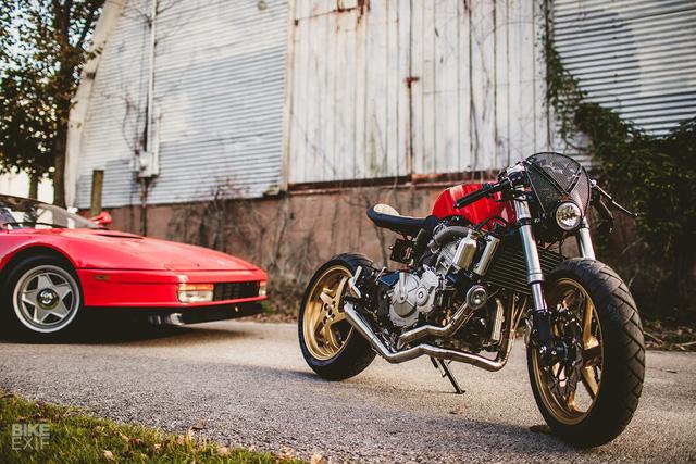 Honda CB600F dùng iPhone làm đồng hồ, độ theo phong cách Ferrari - Ảnh 3.