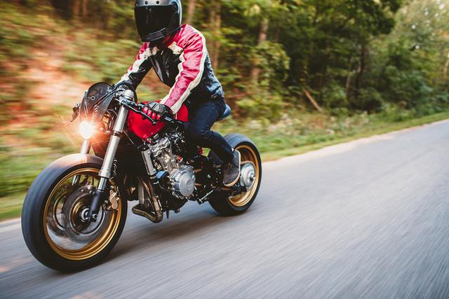 Honda CB600F dùng iPhone làm đồng hồ, độ theo phong cách Ferrari - Ảnh 5.