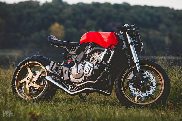 Honda CB600F dùng iPhone làm đồng hồ, độ theo phong cách Ferrari - Ảnh 2.