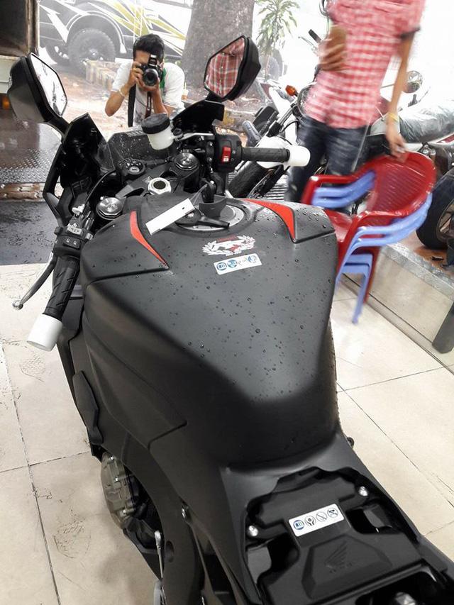 Siêu mô tô Honda CBR1000RR 2017 đầu tiên cập bến Việt Nam - Ảnh 11.