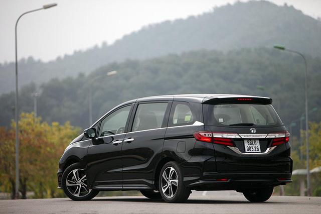 Loạt xe ế nhất Việt Nam trong tháng 10/2017: Toyota chiếm gần một nửa - Ảnh 4.
