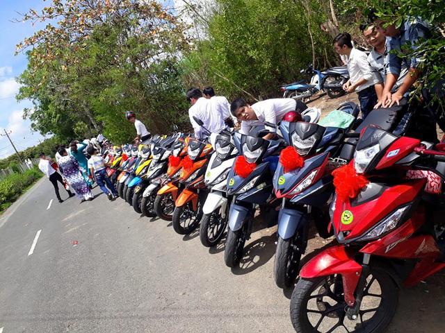 Gần 20 chiếc Honda Winner 150 tham gia rước dâu tại Bạc Liêu - Ảnh 1.