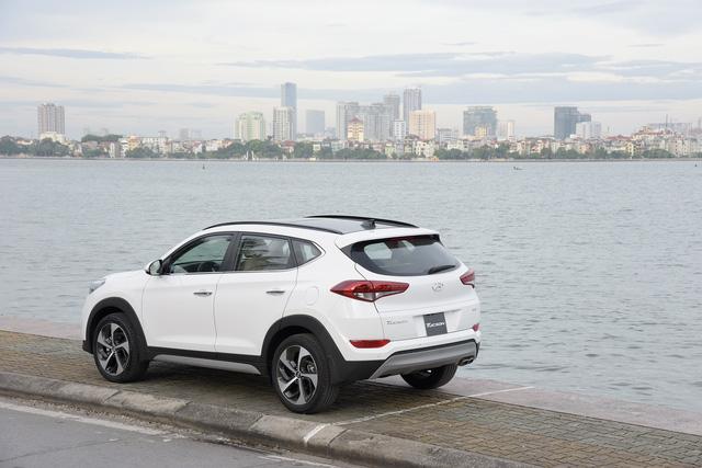 Hyundai Tucson 2017 ra mắt với giá rẻ bất ngờ 815 triệu, Mazda CX-5 và Honda CR-V gặp thách thức lớn - Ảnh 2.