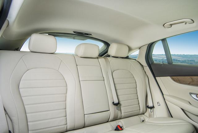 Được đà ăn khách, Mercedes-Benz tung ra phiên bản GLC 300 4MATIC Coupé - Ảnh 5.