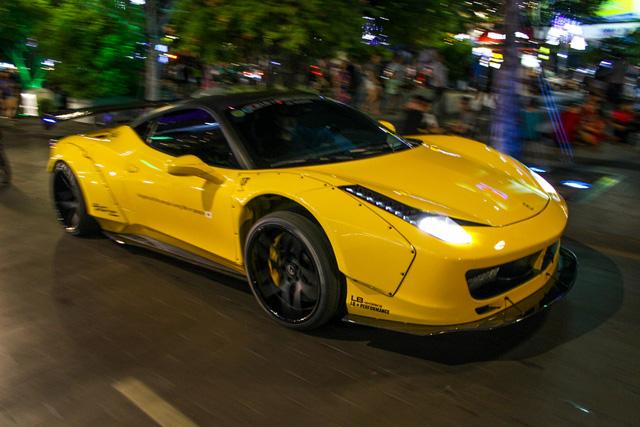 Cận cảnh siêu phẩm Ferrari 458 Italia độ Liberty Walk đầu tiên tại Việt Nam - Ảnh 2.