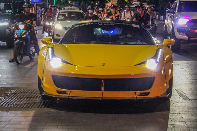 Cận cảnh siêu phẩm Ferrari 458 Italia độ Liberty Walk đầu tiên tại Việt Nam - Ảnh 4.
