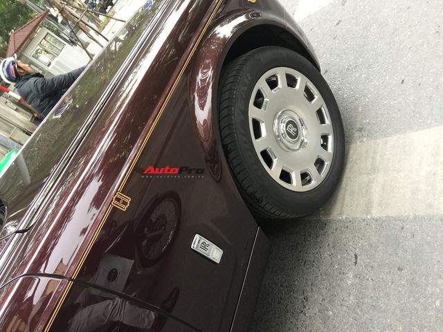 """[Cực hot] Rolls-Royce Phantom """"Hòa Bình & Vinh Quang"""" lần đầu lăn bánh tại Hà Nội - Ảnh 3."""