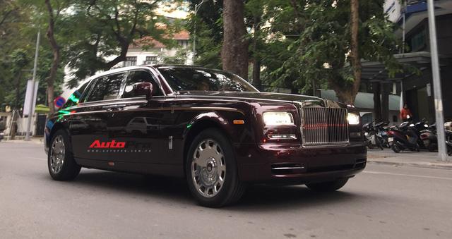 """[Cực hot] Rolls-Royce Phantom """"Hòa Bình & Vinh Quang"""" lần đầu lăn bánh tại Hà Nội - Ảnh 11."""