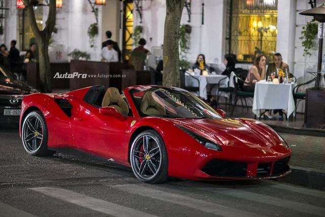 Ngựa chồm Ferrari 488 Spider màu đỏ dạo phố cuối tuần - Ảnh 2.