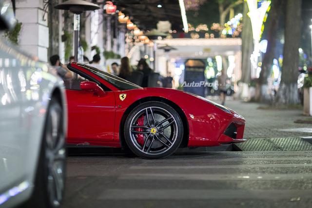 Ngựa chồm Ferrari 488 Spider màu đỏ dạo phố cuối tuần - Ảnh 3.