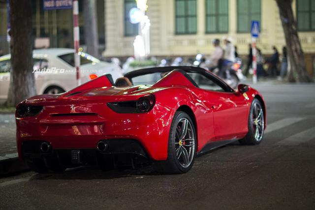 Ngựa chồm Ferrari 488 Spider màu đỏ dạo phố cuối tuần - Ảnh 5.