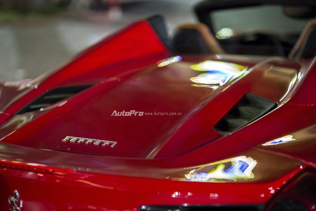 Ngựa chồm Ferrari 488 Spider màu đỏ dạo phố cuối tuần - Ảnh 6.