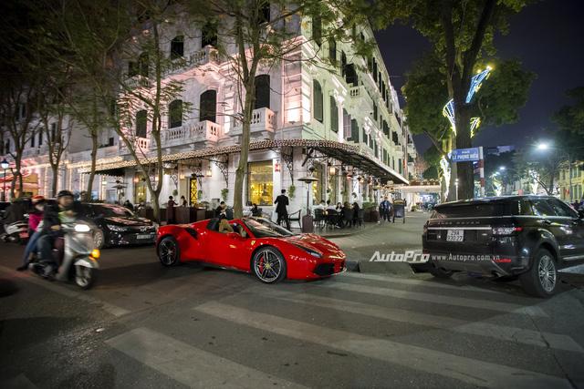 Ngựa chồm Ferrari 488 Spider màu đỏ dạo phố cuối tuần - Ảnh 13.