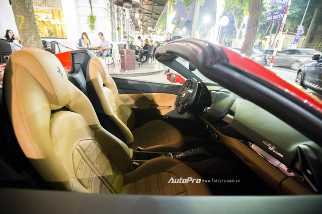 Ngựa chồm Ferrari 488 Spider màu đỏ dạo phố cuối tuần - Ảnh 10.