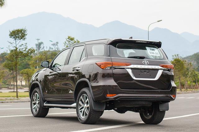 Toyota Fortuner 2017: Như hổ thêm cánh - Ảnh 4.