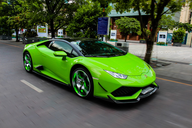 Siêu xe Lamborghini Huracan xanh cốm của đại gia kín tiếng Sài thành độ khủng - Ảnh 1.