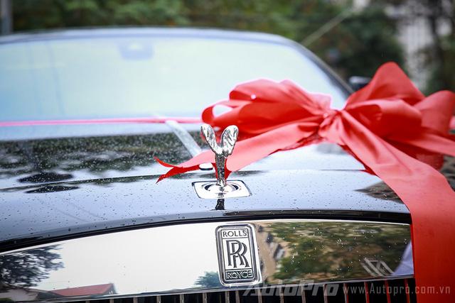 Cận cảnh Rolls-Royce Wraith quà cưới của Hoa hậu Bản sắc Việt Thu Ngân - Ảnh 3.