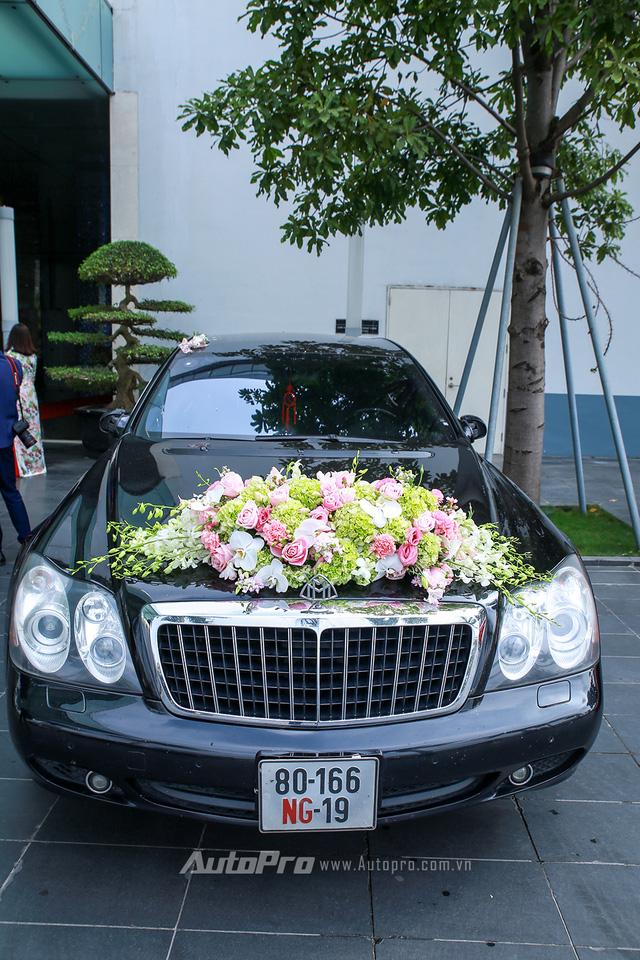Hàng độc Rolls-Royce Phantom Lửa Thiêng tái xuất tại lễ ăn hỏi Hoa hậu Thu Ngân - Ảnh 2.