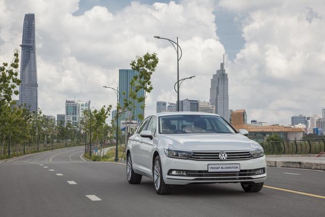 Cận cảnh VW Passat Bluemotion, đối thủ Toyota Camry, có giá 1,450 tỷ Đồng tại Việt Nam - Ảnh 12.