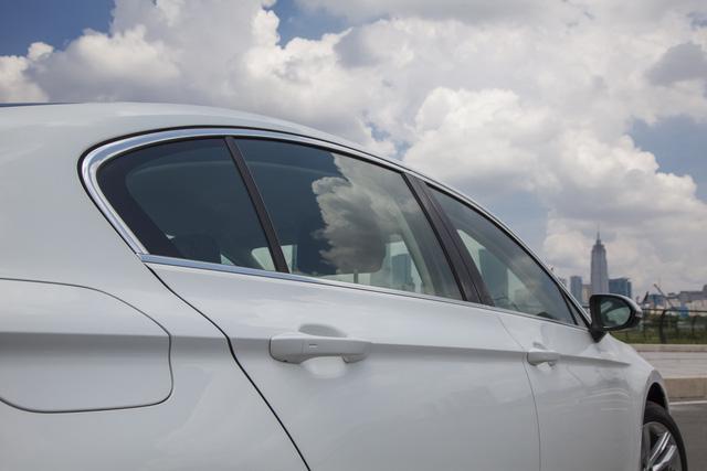 Cận cảnh VW Passat Bluemotion, đối thủ Toyota Camry, có giá 1,450 tỷ Đồng tại Việt Nam - Ảnh 5.