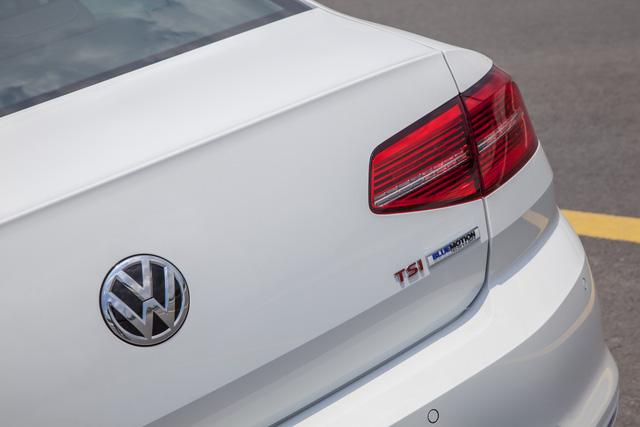 Cận cảnh VW Passat Bluemotion, đối thủ Toyota Camry, có giá 1,450 tỷ Đồng tại Việt Nam - Ảnh 2.