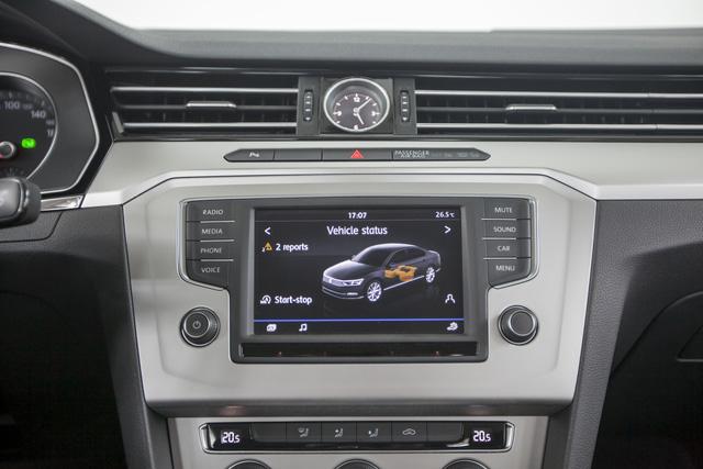 Cận cảnh VW Passat Bluemotion, đối thủ Toyota Camry, có giá 1,450 tỷ Đồng tại Việt Nam - Ảnh 9.