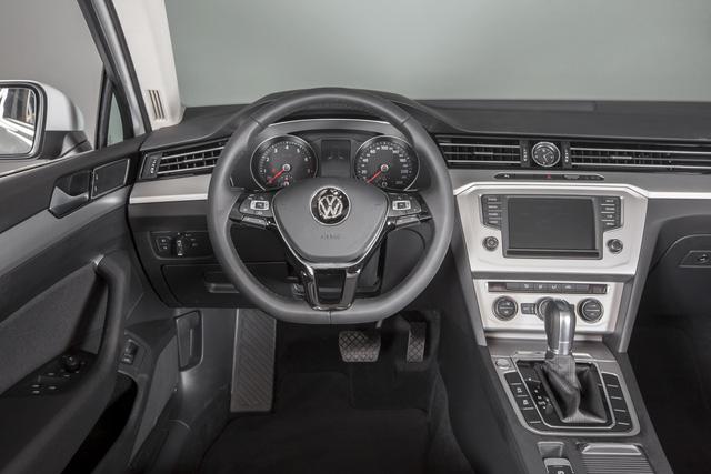 Cận cảnh VW Passat Bluemotion, đối thủ Toyota Camry, có giá 1,450 tỷ Đồng tại Việt Nam - Ảnh 6.