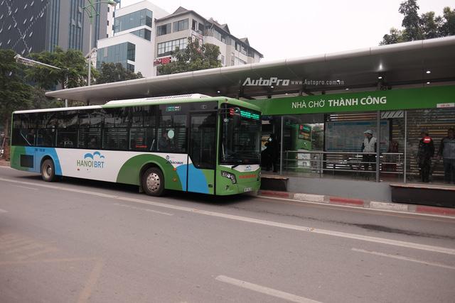 Sáng nay xe bus nhanh BRT chính thức hoạt động, đường thông hè thoáng - Ảnh 1.