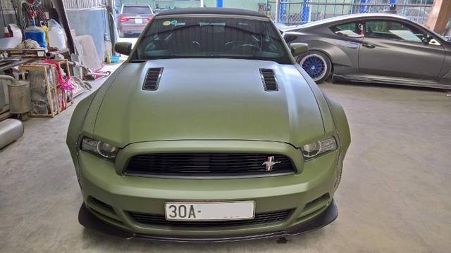 Ford Mustang độc nhất Việt Nam trang bị thêm wide body kit và thay màu áo - Ảnh 4.