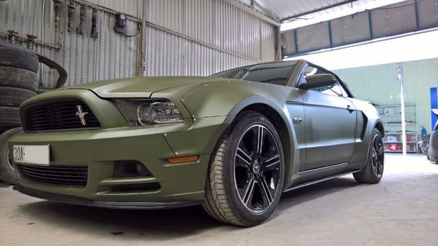 Ford Mustang độc nhất Việt Nam trang bị thêm wide body kit và thay màu áo - Ảnh 1.