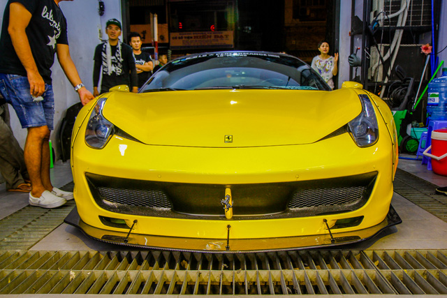 Cận cảnh siêu phẩm Ferrari 458 Italia độ Liberty Walk đầu tiên tại Việt Nam - Ảnh 8.