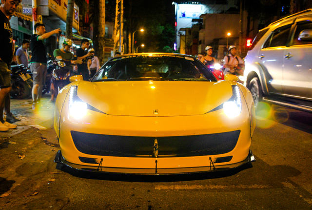 Cận cảnh siêu phẩm Ferrari 458 Italia độ Liberty Walk đầu tiên tại Việt Nam - Ảnh 1.