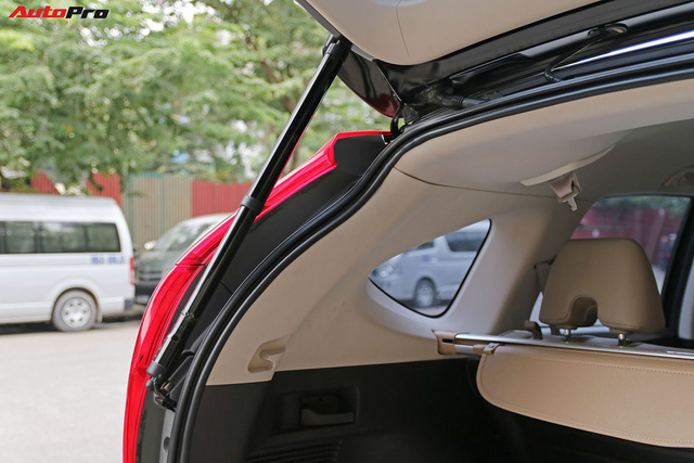 Chủ xe Honda CR-V cũ độ cốp mở bằng đá chân với 11 triệu đồng - Ảnh 1.