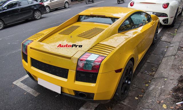 """""""Bò già"""" Lamborghini Gallardo 13 năm tuổi mất sạch logo xuất hiện tại Hà Nội - Ảnh 3."""