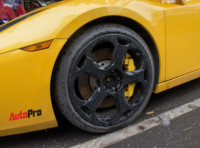 """""""Bò già"""" Lamborghini Gallardo 13 năm tuổi mất sạch logo xuất hiện tại Hà Nội - Ảnh 13."""