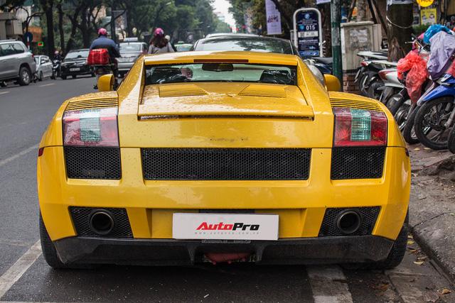 """""""Bò già"""" Lamborghini Gallardo 13 năm tuổi mất sạch logo xuất hiện tại Hà Nội - Ảnh 4."""