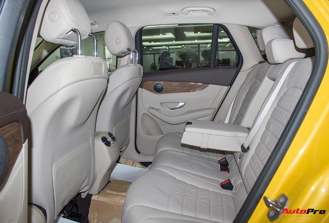 Diện kiến Mercedes GLC250 4MATIC màu độc nhất Việt Nam - Ảnh 17.
