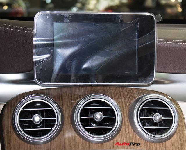 Diện kiến Mercedes GLC250 4MATIC màu độc nhất Việt Nam - Ảnh 13.