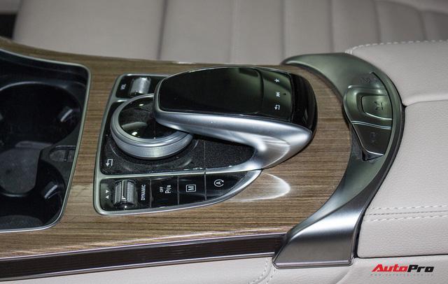Diện kiến Mercedes GLC250 4MATIC màu độc nhất Việt Nam - Ảnh 14.