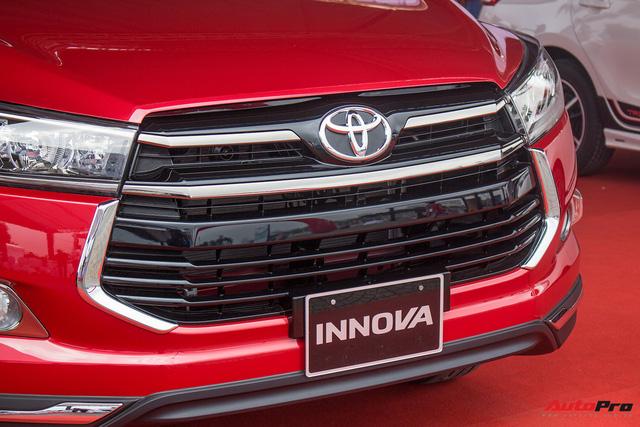 Cận cảnh Toyota Innova Venturer 2017 giá 855 triệu đồng tại Việt Nam - Ảnh 2.