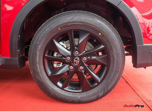 Cận cảnh Toyota Innova Venturer 2017 giá 855 triệu đồng tại Việt Nam - Ảnh 6.