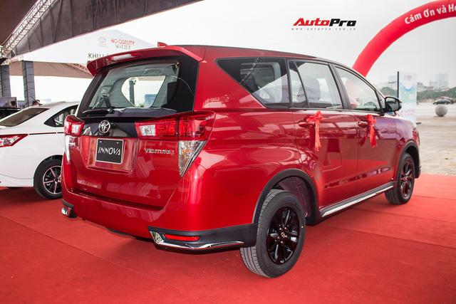 Cận cảnh Toyota Innova Venturer 2017 giá 855 triệu đồng tại Việt Nam - Ảnh 8.