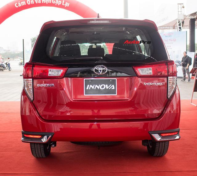 Cận cảnh Toyota Innova Venturer 2017 giá 855 triệu đồng tại Việt Nam - Ảnh 12.