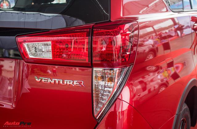 Cận cảnh Toyota Innova Venturer 2017 giá 855 triệu đồng tại Việt Nam - Ảnh 9.