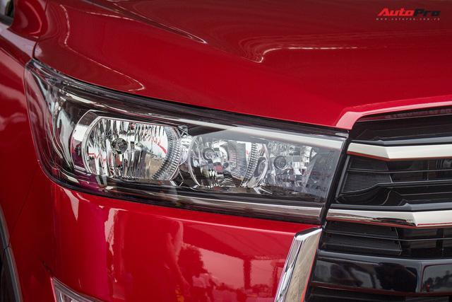 Cận cảnh Toyota Innova Venturer 2017 giá 855 triệu đồng tại Việt Nam - Ảnh 3.