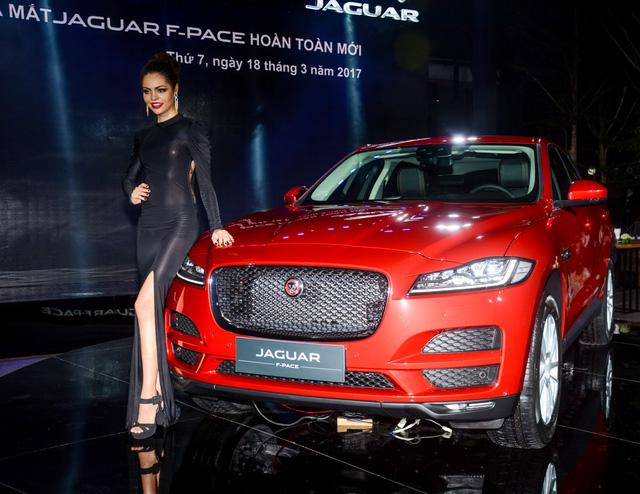 Đối thủ Porsche Macan, Jaguar F-Pace, chính thức ra mắt tại Việt Nam - Ảnh 1.