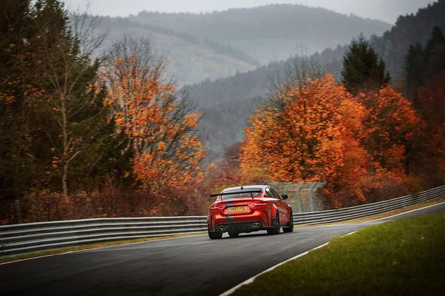 Jaguar XE SV Project 8 là sedan nhanh nhất tại Nurburgring - Ảnh 1.