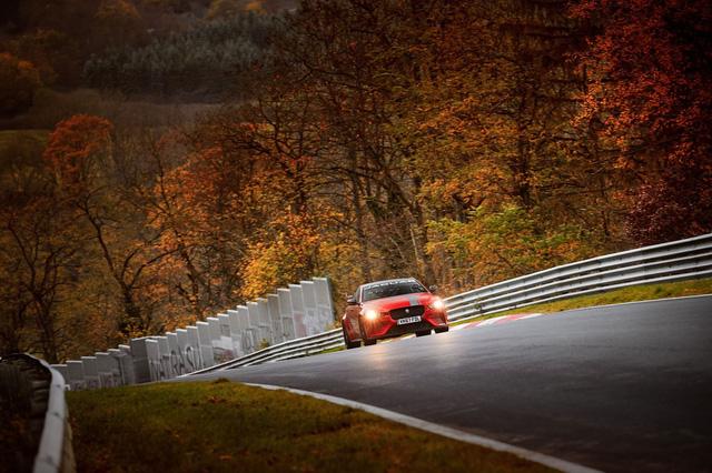 Jaguar XE SV Project 8 là sedan nhanh nhất tại Nurburgring - Ảnh 2.