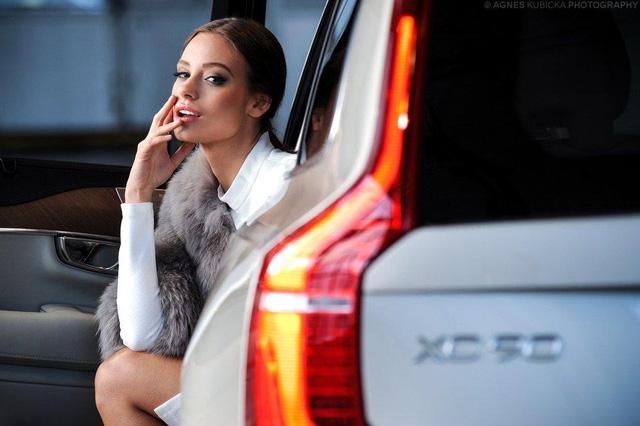 Người đẹp Ba Lan khoe dáng cùng xe sang Thuỵ Điển - Ảnh 12.